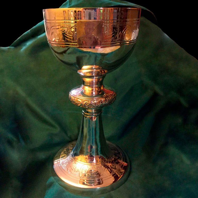 Cáliz del Trono de Jesús en Oro